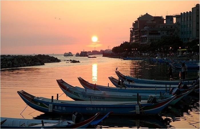 淡水を訪れるなら、夕方の時間帯がおすすめ!  もし晴れていたら、港に沈む夕日が楽しめますよ♪