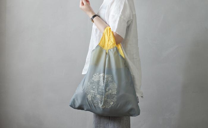 素敵な品物にたくさん出会えるかもしれないので、それに備えて小さく折りたたむことのできるマルシェバッグを用意しておくのも便利です。