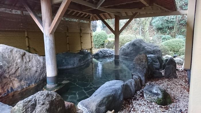 冬の金沢旅行といえば、豊かな温泉は外せません。雪景色を眺めながらじんわり体をほぐすなんて、贅沢なひとときですよね。今回は数ある宿・ホテルから、プランや目的別のおすすめをご紹介。女子旅や家族旅行など気の合う仲間と一緒に、ブラリ温泉旅なんていかがですか?