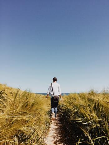 まずは考えすぎず、「私は何を好きだったのか?」それを自分に問うてみるのが一番大事なことです。  「趣味」=「自由な時間を楽しむ活動」と置き換えれば、あなたはすでに何か趣味を持っているかもしれませんよね。  いつもの毎日を少しでもあなたらしく輝かせてくれる何かを探し出して、ゆっくり考えながら、少しずつ楽しみながら始めてみましょう♪