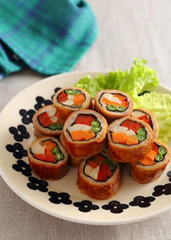 冷めても美味しい肉巻き生姜焼き。ジューシーなお肉と野菜たっぷりの食べ応えある一品です。いろどりも華やかなので、おもてなしの際にも出すことができます♪