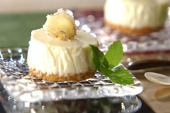 甘さ控えめの生姜のレアヨーグルトケーキ。生クリームではなく、ヨーグルトを使っていてヘルシーに仕上げています。さっぱりとした味わいに生姜の風味が加わり、大人も満足なスイーツです。