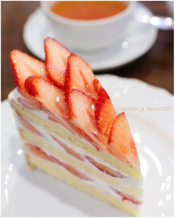 イチゴのショートケーキは食べた人がこぞって「自分史上最高」と評するほどの絶品。そのほか、どれも美味しそうなケーキばかりなので、スイーツ好きにはたまらないお店です。種類豊富なおいしい紅茶と一緒にどうぞ。