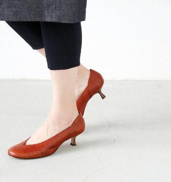 5cmになると、「ヒールを履いています」という気持ちになり、なんだか背筋がしゃんとします。高すぎないヒールで安定感もあるため、初心者さんの挑戦にはぴったりな高さと言えそう。  カジュアルコーデに女性らしさをプラスするのに活躍する上、スマートな印象のため、オフィスワークにもぴったりです。