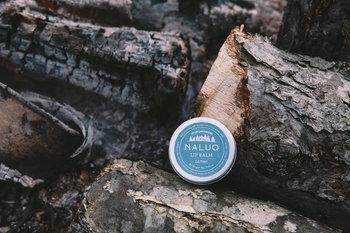 北海道下川町の森から生まれたNALUQシリーズ。こちらは北海道産のみつろうやナタネ、ヒマワリ油を配合、北海道の自然の恵みがぎゅっと詰まったリップバームです。
