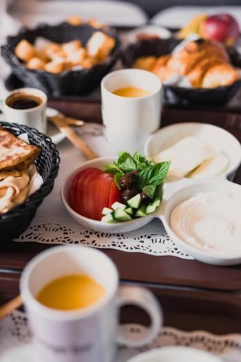 現地での楽しみの一つは、やっぱり食事!現地の情報や相場等を、過去に訪れた人のブログ記事などでチェックしておきましょう。日本語で書かれた記事であればわかりやすく、なお安心して訪れることができますよね。