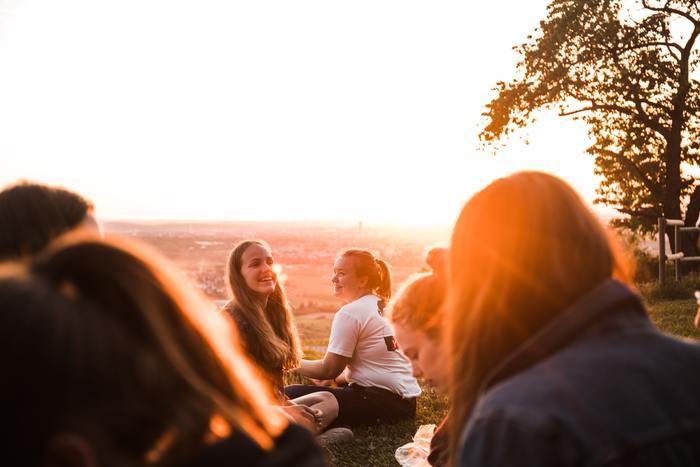 気の置けない仲間たちと、ゆっくり時間を過ごす。「幸せとは何か」、「人生において大切な物とは何か」ということを気づかせてくれる瞬間になるかもしれませんね。同じ趣味を持つ仲間たちとの旅行であれば、同じポイントで大ハシャギ!したり、盛り上がること間違いなしでしょう。