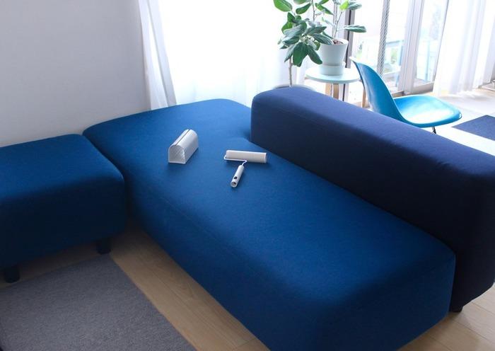 特にペットのいるご家庭や濃い色のソファーのあるお家には、カーペットクリーナー(コロコロ)は欠かせないアイテムではないでしょうか?