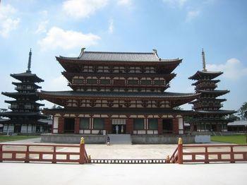 お坊様のご案内付きや、早朝の貸切など特別な拝観ができるのが「奈良うまし冬めぐり」。東大寺、興福寺などを始め、様々な寺院や神社で特別な体験ができるキャンペーンです。