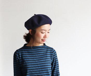 秋冬にプラスしたい帽子アイテムと言えば「ニット帽」と「ベレー帽」で悩んでしまう女性は多いはず。そこで今回は、秋冬にぴったりなニット帽&ベレー帽をそれぞれご紹介します。今年は帽子を買い足したいと考えている女性は、ぜひ参考にしてみてください。