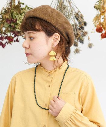 柔らかな素材感と、シンプルなシルエットが人気のベレー帽。茶色やマスタードカラーなどの秋冬らしいカラ―が揃っているので、どれか一色を選ぶのは迷ってしまいそうですね♪
