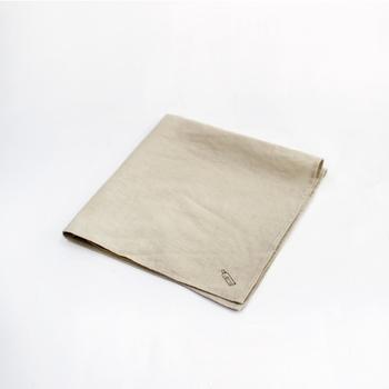 香水を直接肌にではなく、ハンカチやティッシュに付けるのも◎。バッグを開ける度にお気に入りの香りが広がり、気分もリフレッシュできますよ。
