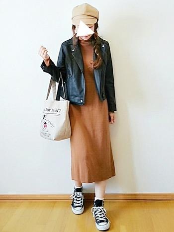 一枚で着ても十分大人かわいい、ブラウン系のリブニットワンピース。  冬はチェスターコートや黒タイツを合わせても◎ボトムやアウターを選ばないシンプルさが魅力的。