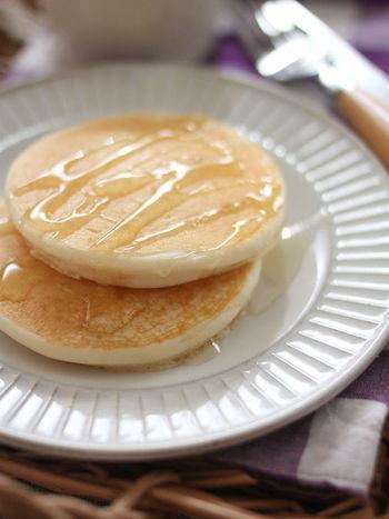 ふわふわのパンケーキに生姜をしのばせれば、ほんのりジンジャーが香るお味に。はちみつと生姜は相性抜群なので、ぜひ試してみてくださいね。