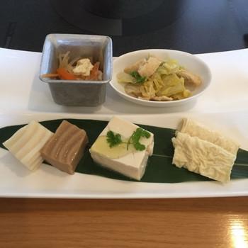 豆腐料理といえば湯豆腐ですが、京豆冨不二乃ではバリエーション豊かな豆腐料理をいただくことができます。豆腐なのでヘルシーなのが嬉しいですね。