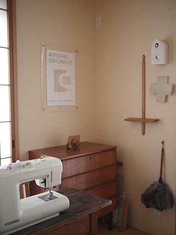 和のテイストのお部屋にも馴染みます。壁掛け時計や小物とのコーディネートも楽しむことができますよ。