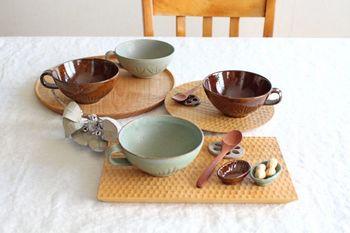 長方平皿、パン皿、一人膳を組み合わせてコーディネート。木の温かみを存分に感じられる食卓になります。