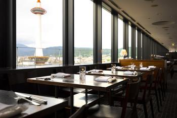 京都伊勢丹10階にあるナポリ料理のお店「ザ キッチン サルヴァトーレ クオモ」は、ゆっくりと落ち着いてイタリアンが食べられるお店です。