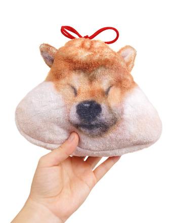 贈り物で、少しでも笑顔になってくれたら…。そして、そのアイテムが、あの人の毎日をもっと楽しくしてくれたら嬉しいですね。そんなあなたの気持ちが伝わりますように♪ (こちらは、ちょっと予算オーバーですが、柴犬のお顔がふかふかもちっと気持ちよい巾着袋。こちらも可愛いですよ♪)