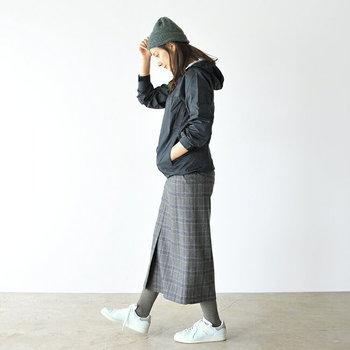寒さを防ぐ帽子の定番といえば、やっぱりニット帽。髪型が決まらない時にもサッとかぶってしまえばオシャレに見える優秀さも、ヘビロテしたくなる理由の1つ。コーディネートのアクセントとしても活躍します。