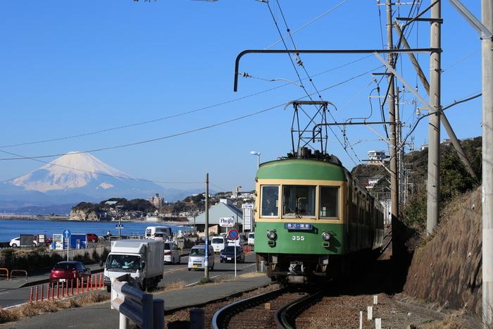 鎌倉へ都内から行くなら、休日は渋滞や駐車場待ちなどでかなり時間がかかるので、電車がおすすめです。 JRや小田急などのフリーパス、江ノ島電鉄のフリー切符などを利用すればかなりお得に楽しめますよ。