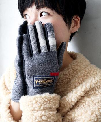 寒い季節のマストアイテム手袋もウール素材で♪外出時の冷えをしっかりとカバーできますよ。