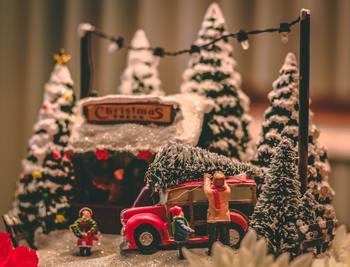 クリスマス映画は、笑えるコメディー作品も目白押し♪みんなでワイワイ楽しみましょう。