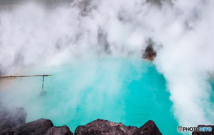 国の名勝に指定されている「別府地獄めぐり」。海地獄・白池地獄・血の池地獄などがあり、青・赤・白…自然湧出の源泉を見ることができます。別府温泉を訪れたら、ぜひ立ち寄ってみませんか?