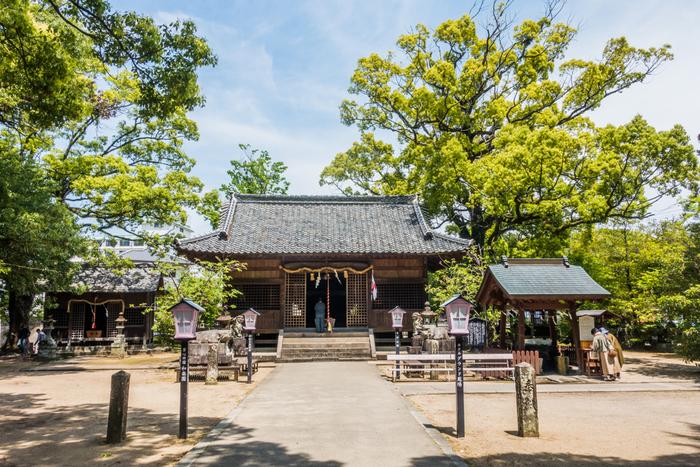嬉野温泉に行ったら「豊玉姫神社」に立ち寄るのもおすすめです。境内には美肌の神様「なまず様」を祀ったお社があり、美肌にご利益があると言われています。