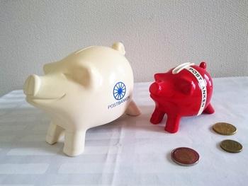 こちらはフィンランドのヴィンテージものの貯金箱。大切に使いたいですね。  ご提案したいのが、さらにユニークなマイルールを作ること。さらにモチベーションがアップしますよ♪例えば、今年と去年発行された硬貨だけを入れる、というルールにしてみても。開けた時にキラキラしていてきれいですよね。  封筒貯金なら、新しくてきれいなお札にこだわってみても良いかもしれません。