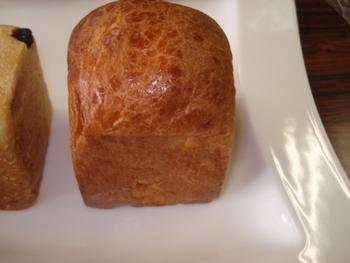 焼き上げるとバターとはちみつの香りがふんわりと香るバターハニーブレッドは、それぞれの素材を厳選して上質な仕上がりに。