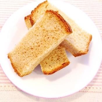 余ってしまうことの多いきな粉を食パンに混ぜ込んで、香ばしさをプラスしています。体にも良いといわれるきな粉ですから、食べる機会を増やして積極的に摂っていきましょう。
