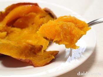 最近のホームベーカリーには焼き芋コースまで完備されているんですね!ねっとりとして濃厚な甘さの焼き芋が出来上がります。