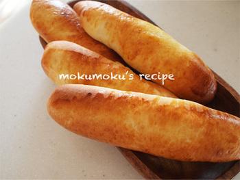 細長く仕上げたコッペパンはシンプルにそのままいただくほか、真ん中をカットして具材をはさみこんでもいいですね。アレンジ次第で、いく通りにもお味の変化を楽しめるパンです。