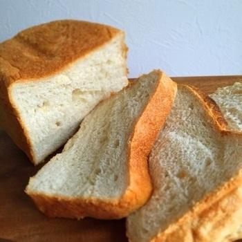 卵と牛乳を使っていない素朴なお味の全粒粉食パン。ベーシックな食パンなので、覚えておきたいレシピのひとつです。