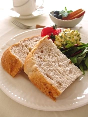 くるみがたっぷり入った食パンは香ばしさと食感の良さで子どもも大好きですよね。優しい甘さが美味しい食パンです。