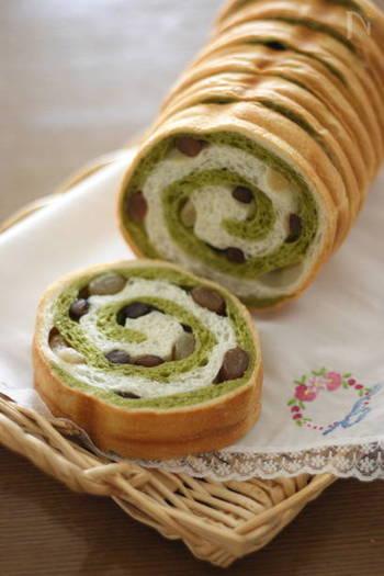 鮮やかなグリーンに甘納豆が可愛らしいアクセントになっています。薄くスライスして軽くトーストしても美味しいですね。
