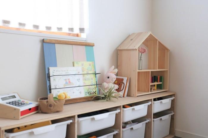 """そんな時には、今回ご紹介したおしゃれな家具やブロガーさんの素敵な収納術、可愛いDIYアイディアをヒントにしてみてくださいね。 間仕切り家具や収納家具など""""自由度""""のきくアイテムを取り入れて、お子さんが楽しく過ごせるお部屋作りを目指しましょう♪"""