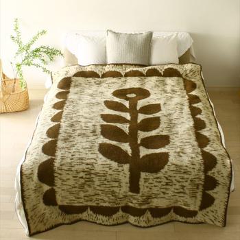 眠りにつくのが楽しみになりそうな素敵なブランケットを寝室に準備して。