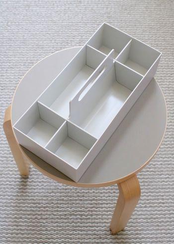 そのまま持ち運ぶことができる無印の収納キャリーボックス。コスメはもちろん、細々とした生活雑貨を入れておくのに便利ということで、大人気になったアイテムです。