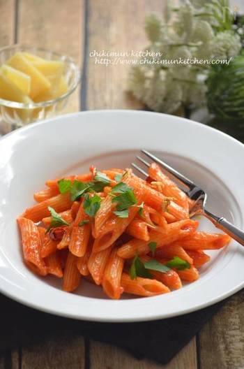 あとは、トマトを入れて煮混むだけ。トマトの酸味を飛ばし、苦味が出ないようにするには、最初は強火、途中から弱火でコトコトと煮混むように意識して◎