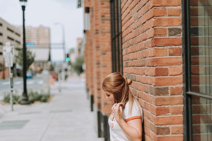 コンプレックスは、「誰かと比較する」または「される」ことで劣等感を感じる場合と、本人の思い込みという場合があります。本人の思い込みの場合は、そのコンプレックスは他の人には理解され難く、人によっては自慢や嫌味のように受け取られてしまう場合もあります。