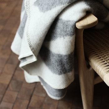 【Teemu Jarvi (テーム・ヤルヴィ) 】のブランケット。 ピュアニューウール100%で、柔らかなタッチで身体を温めてくれます。