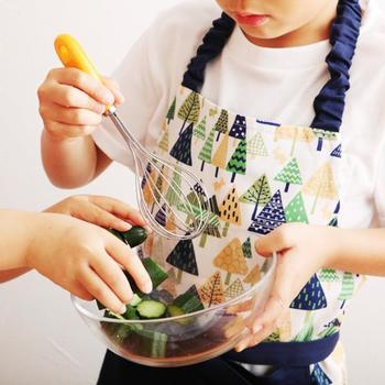 自分専用の道具があれば、お子様のやる気もアップするというもの。ママとのクッキングを通して食育を学べます。