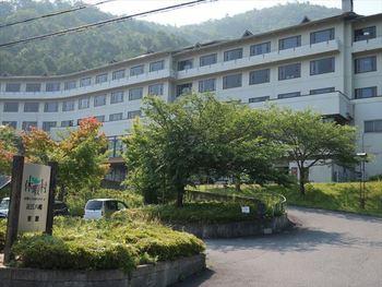 温泉もある近江八幡。せっかく宿泊するなら温泉も入れるホテルに泊まりたい、そんな希望を満たしてくれるのが「休暇村」です。