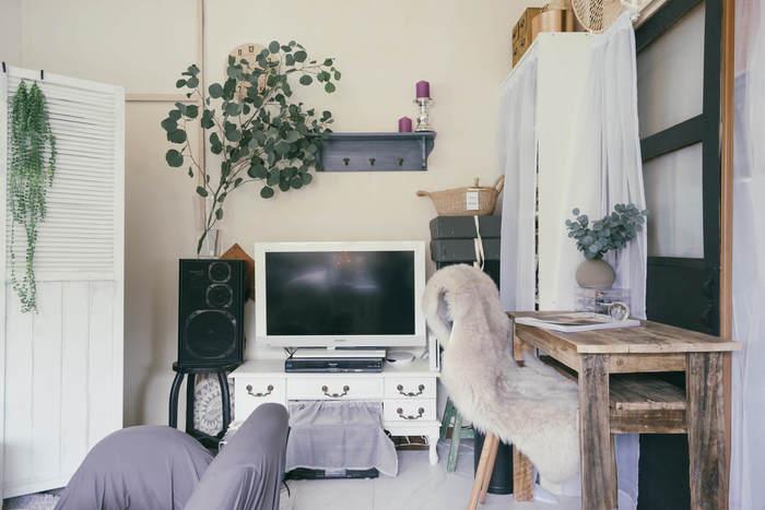 一人暮らしのお部屋探しで大切なのは、生活のしやすさ、使い勝手、安心して暮らせるかどうかなど、多岐にわたります。あなたがどのような生活をしたいのか、何を優先するのかを、お部屋探しをはじめる前に確認しておきましょう。間取り図のチェックポイントや、家具のレイアウト方法も事前に把握しておくと、その後の家具選びや引っ越し作業もはかどります。