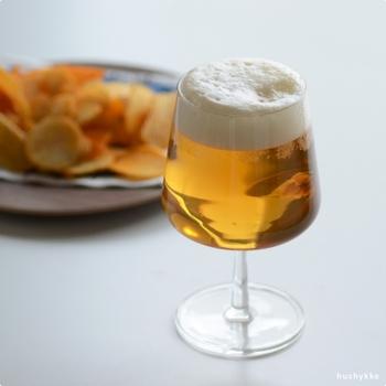 ガラスの美しさが楽しめるビアグラス。ビールの他にもワインを入れてももちろん楽しめます。ふくよかに膨らんだシルエットがエレガント。