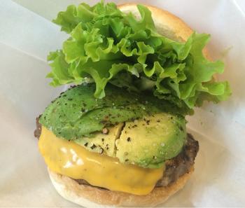 『アボカドチェダーチーズハンバーガー』。  召し上がった方の感想は。