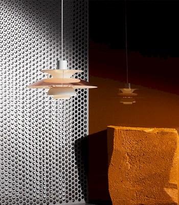 ルイスポールセン社は、1874年にデンマークで設立された照明ブランド。良質な光を生み出すために考え抜かれた、シンプルで美しいデザインが特徴です。