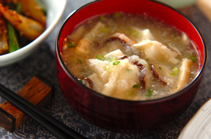 こちらは大根おろしを入れた和風の汁物です。調味料は薄口しょうゆと塩だけ。片栗粉でとろみをつけるので飲みやすいでしょう。胃にやさしく食べ過ぎが続いた後などにも良いのだそう♪